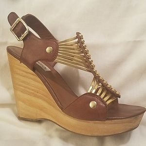 Eye-catching Steve Madden Tuscaan gladiator wedges